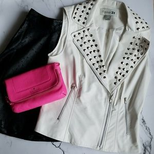 🎉HP🎉White Faux Leather Studded Vest
